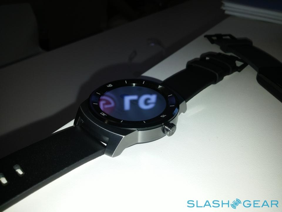 LG G Watch R hands-on: Controversially Bold