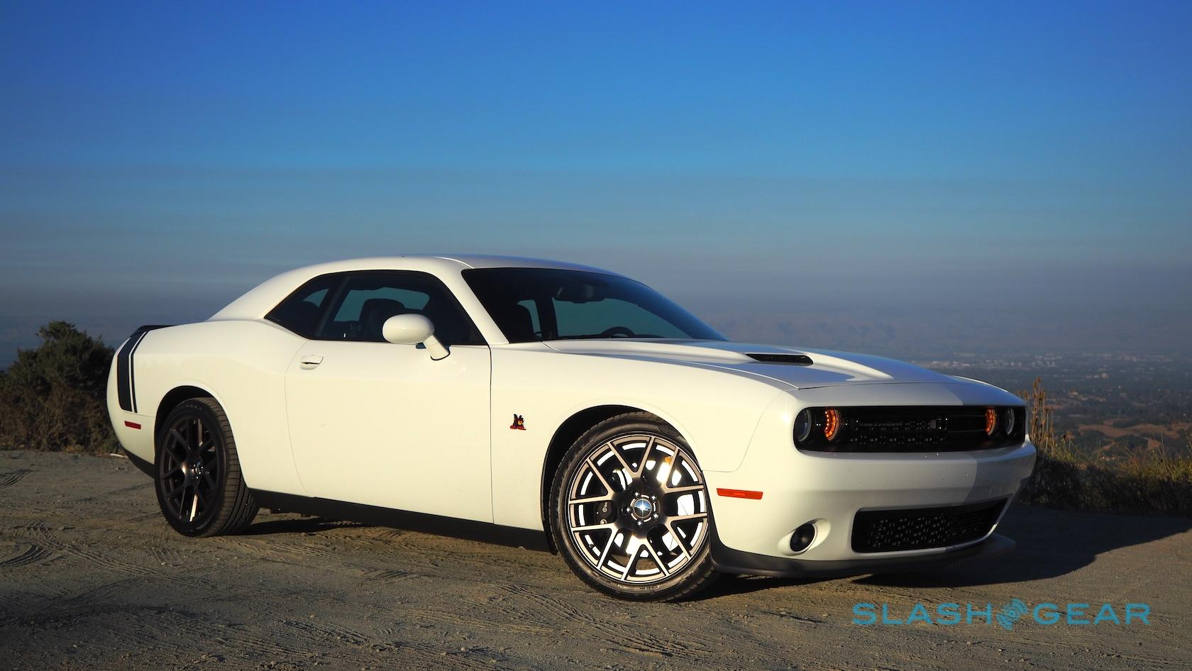 the dodge challenger r t scat pack is 485hp of tire hate slashgear. Black Bedroom Furniture Sets. Home Design Ideas