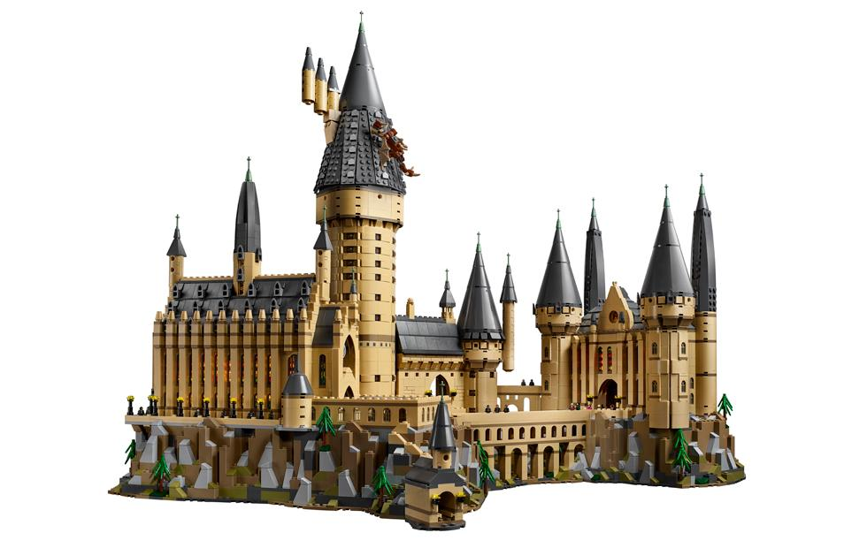 This giant LEGO Hogwarts set is a Harry Potter fan's dream