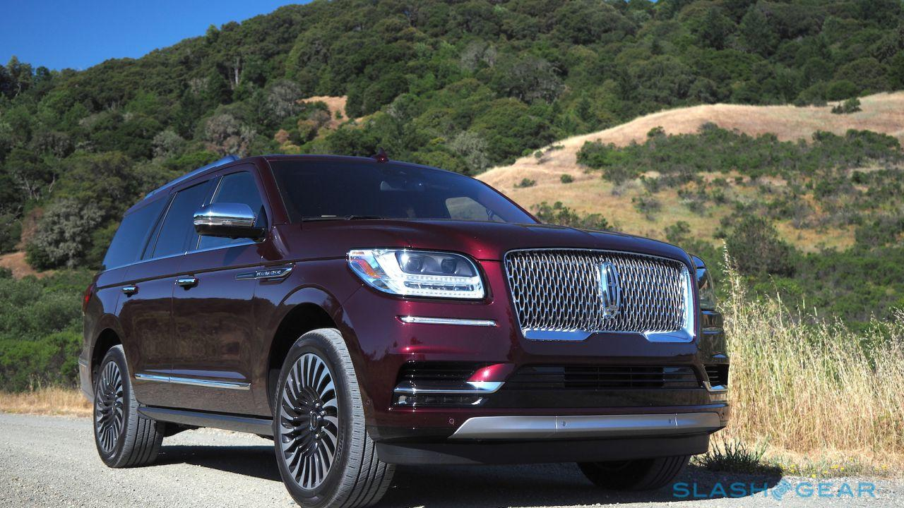 Lincoln Suv 2018 >> 2018 Lincoln Navigator Review Brash 3 Row Suv Royalty