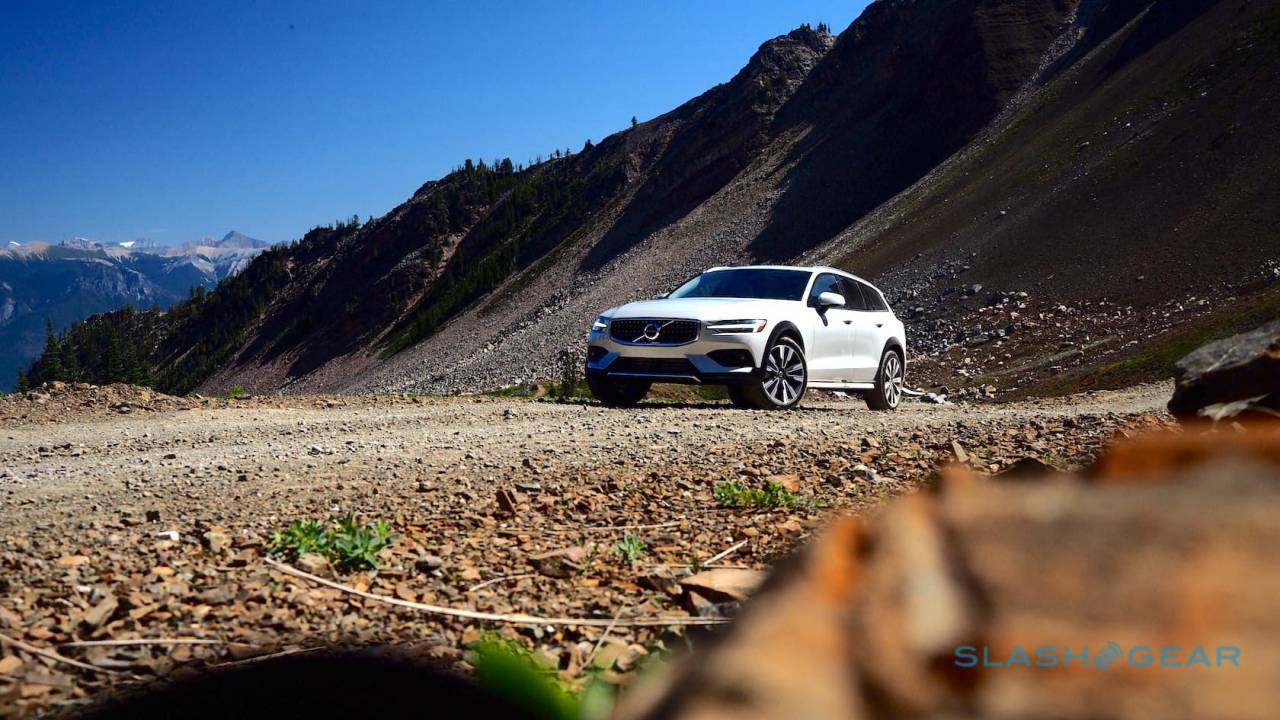 We took the 2020 Volvo V60 Cross Country out on ice, now we hit the dirt