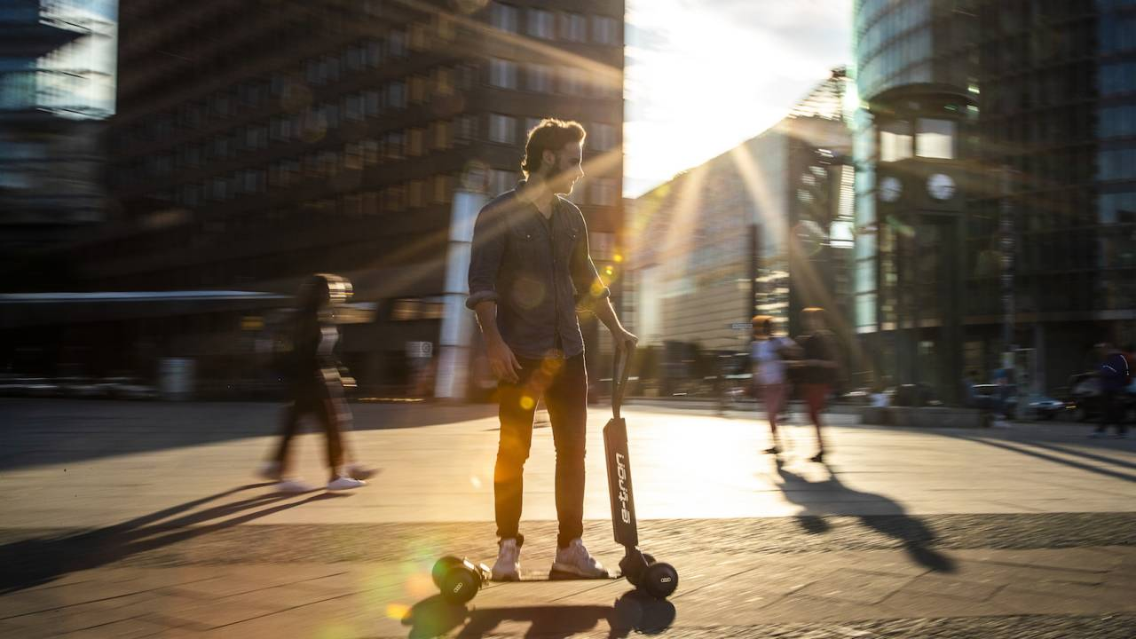 Audi e-tron Scooter blends skateboard and folding scooter