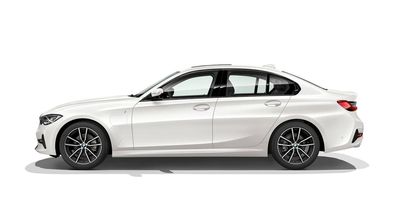 New BMW 330e plug-in hybrid can drive 41 miles on electricity