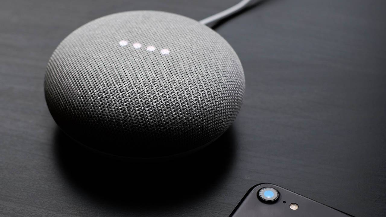 Google Assistant gets personalized audio news feed feature