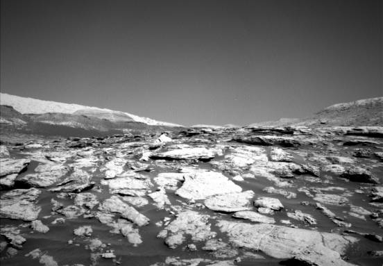 New NASA Curiosity photos give a stunningly atmospheric view of Mars