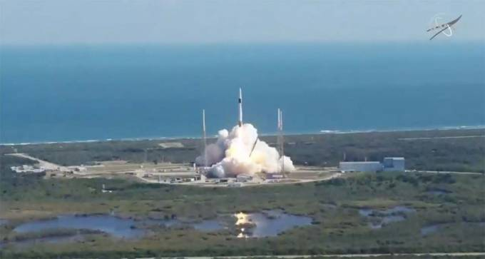 SpaceX launches NASA cargo for the ISS: Here's what they sent