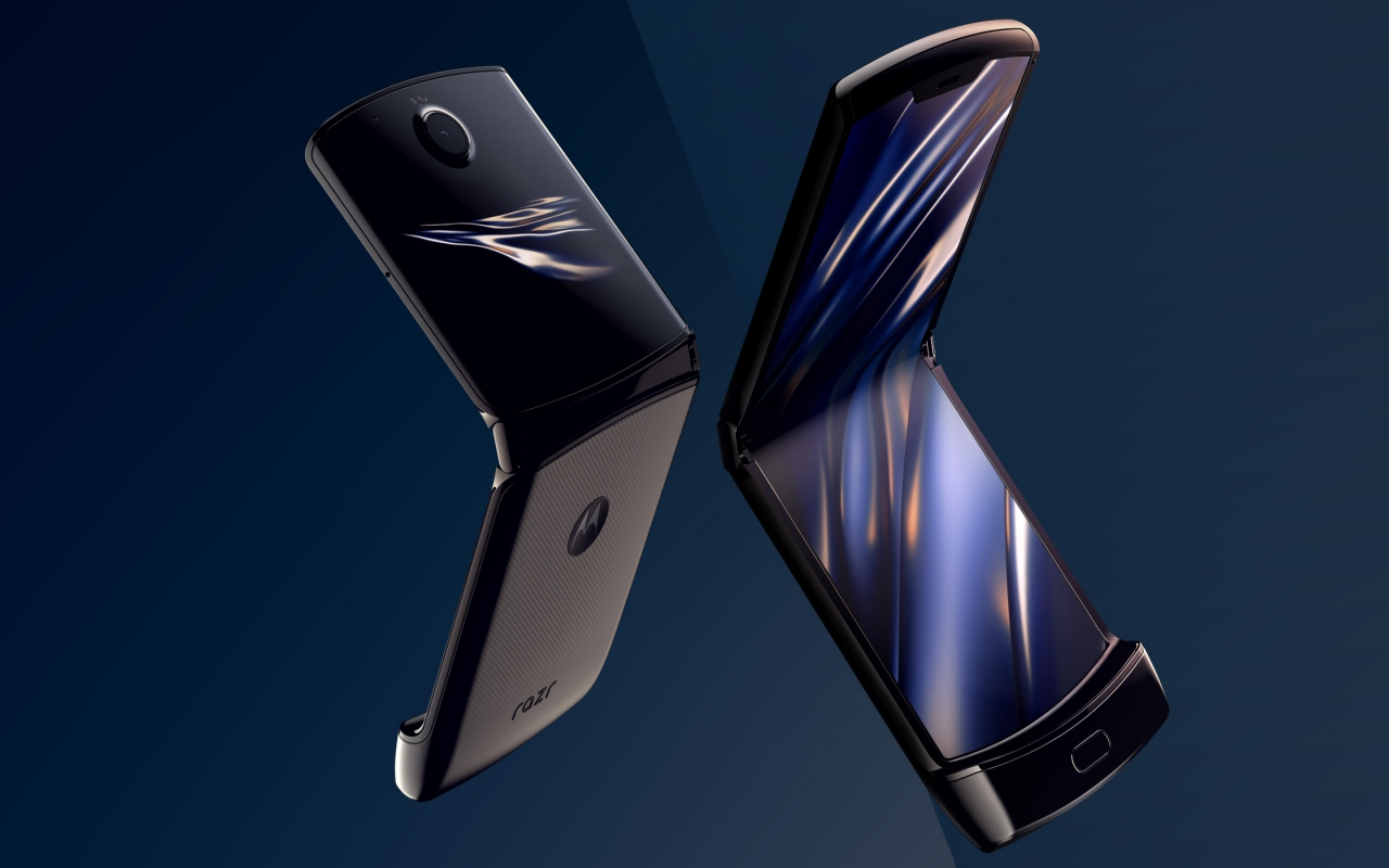 motorola razr videos leave nothing to chance, notes lumps are normal - SlashGear
