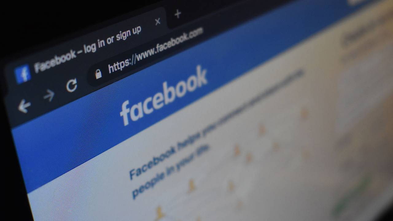 Facebook removes Iranian accounts targeting US politics and religion