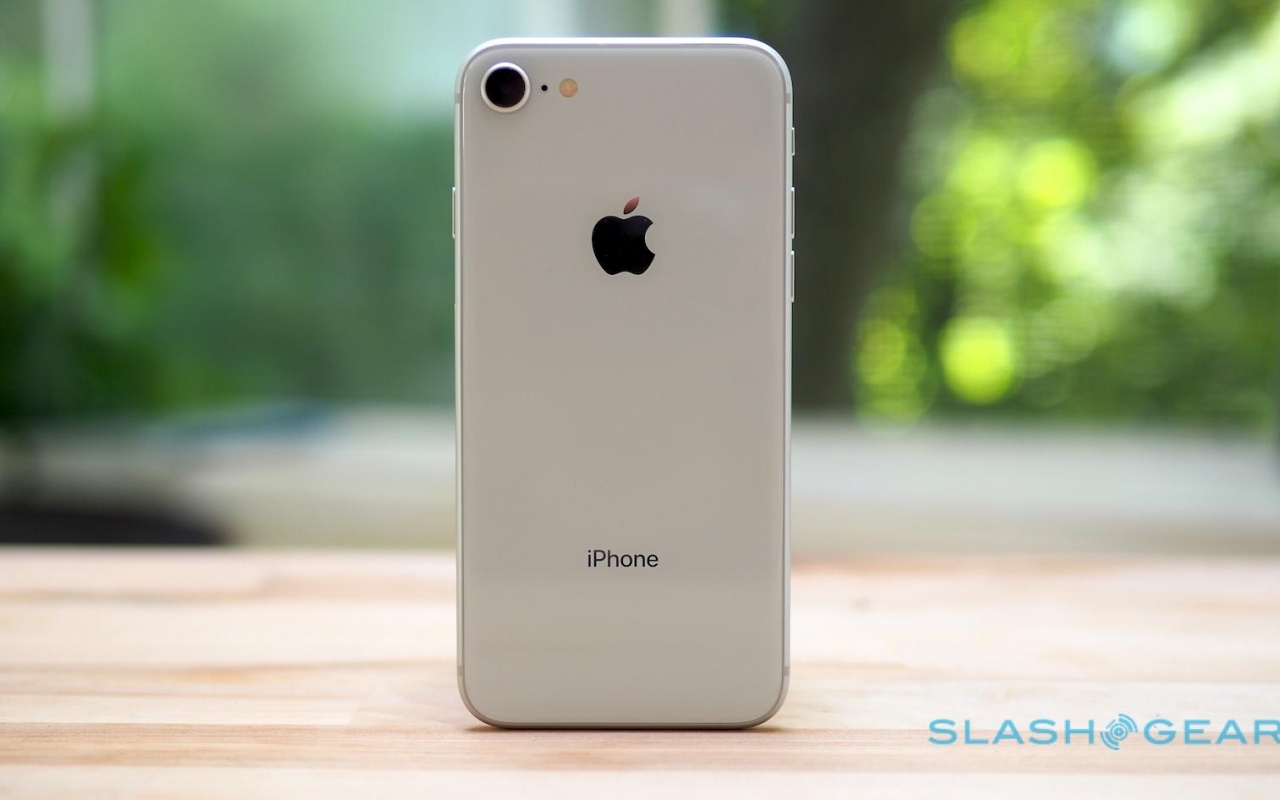 Cheaper iPhone production hit with delays after all - SlashGear